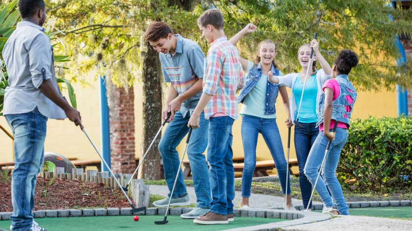 Mini Golf, Kids Playing