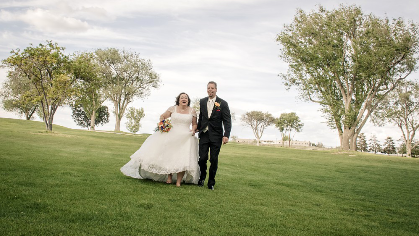 bride and groom running on golf course at Antelope Hills in Prescott
