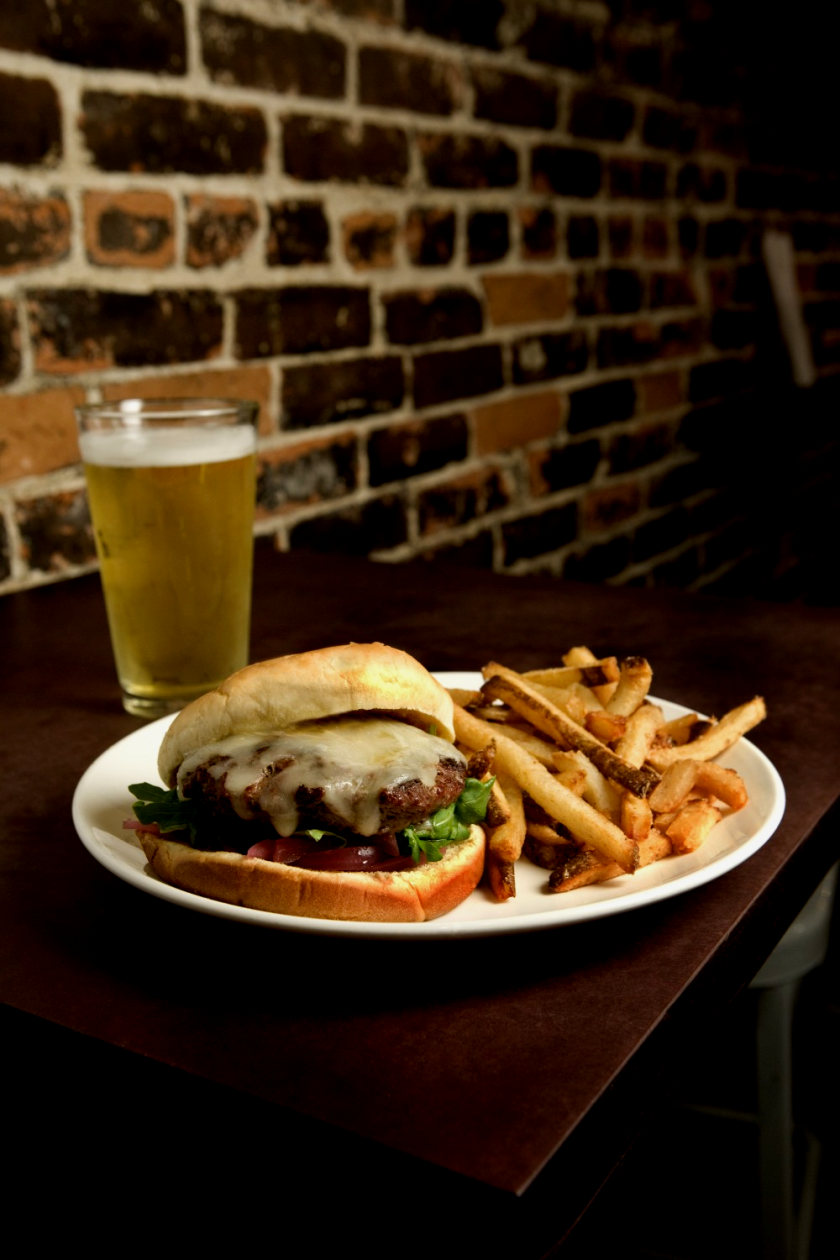 Five Iron Grille: beer, burger, fries