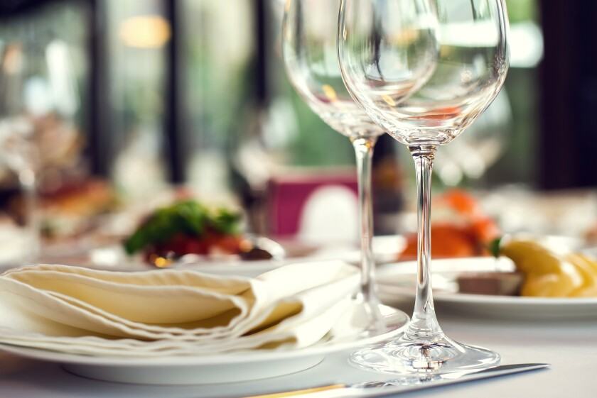wine glasses with plate and napkin