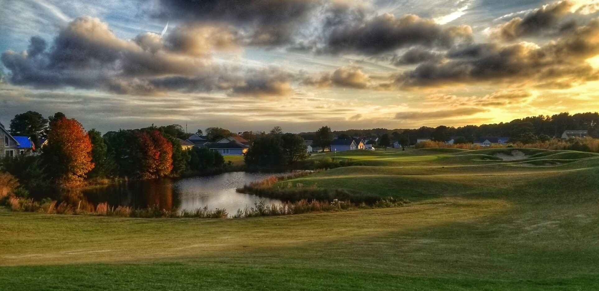 Captain's Cove golf course on a cloudy day