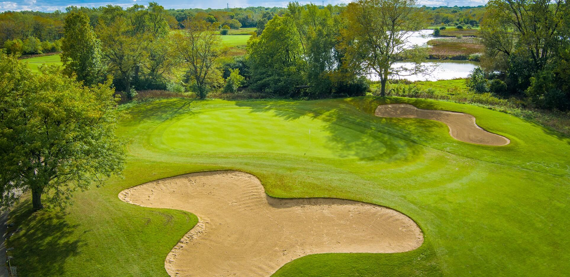 Highland Woods Golf Course in Hoffman Estates, Illinois