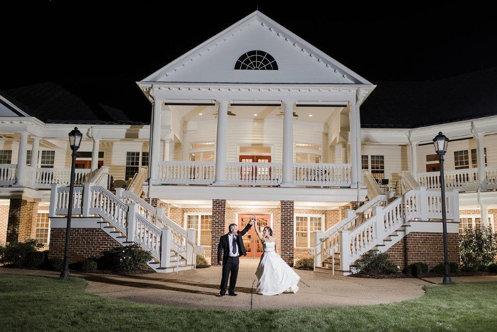 Wedding couple at Colonial Heritage in Williamsburg, Virginia