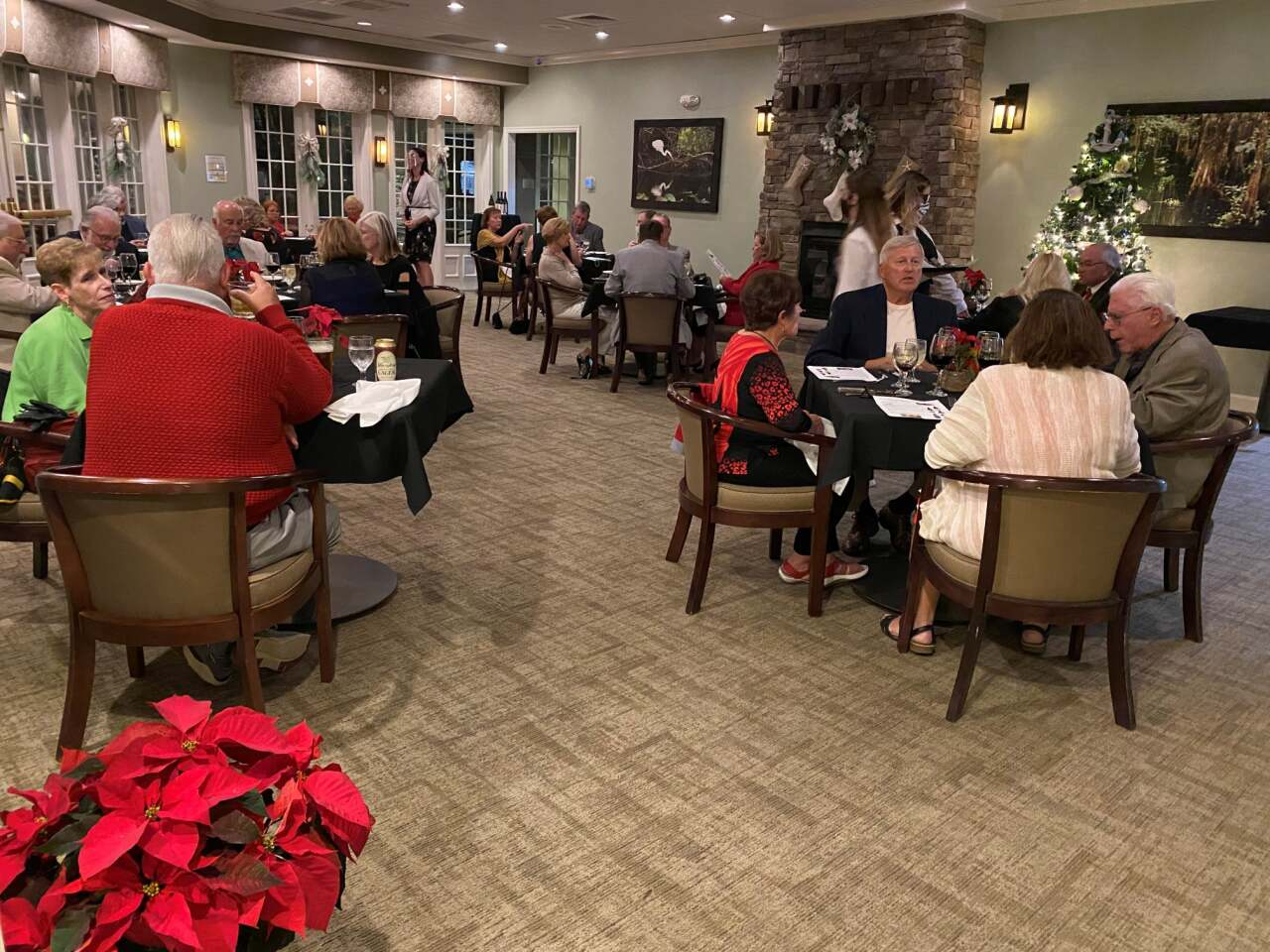 guests dining and food at Chesapeake Bay Grille restaurant