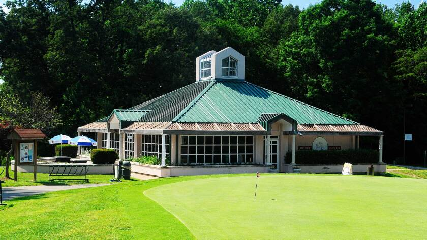 Lake Ridge Golf Course, Clubhouse, Putting Green